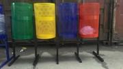 Уличные урны разных размеров и форм,  цветов