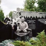 гранитные скульптуры памятники надгробия портрет из камня
