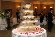 Пирамида из бокалов шампанского (горка) на свадьбе.
