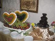 Свадебные фруктово-ягодные композиции с элементами карвинга