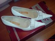 Продам белые туфли,  размер 35